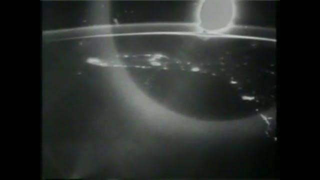 NASA UFO Appears @34 secs & zoom s@12...