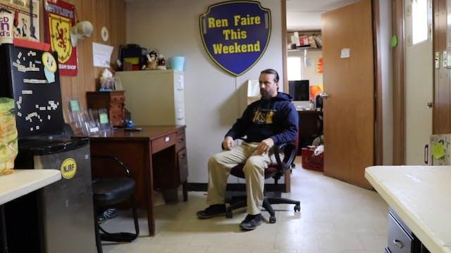 Desk-ercise! Sitting & Standing (Leve...
