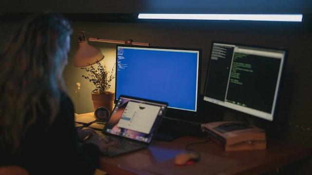 Proteja su Pequeña Empresa de los Piratas Informáticos