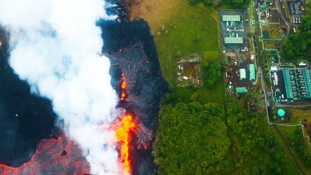 BREAKING! VOLCANIC LAVA APPROACHES GE...