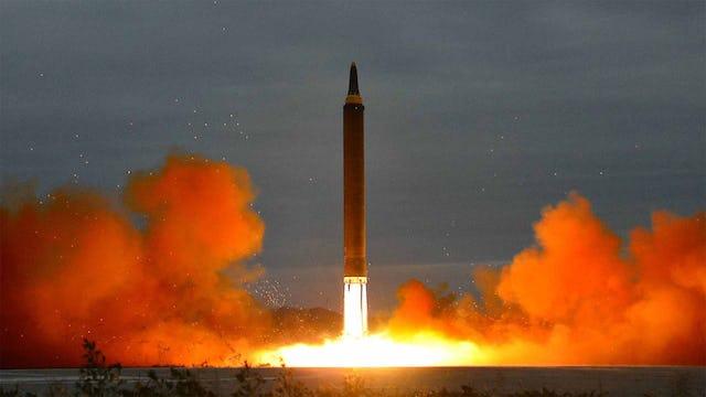 US MILITARY PREPARES TO STRIKE N.KOREA (WW3)