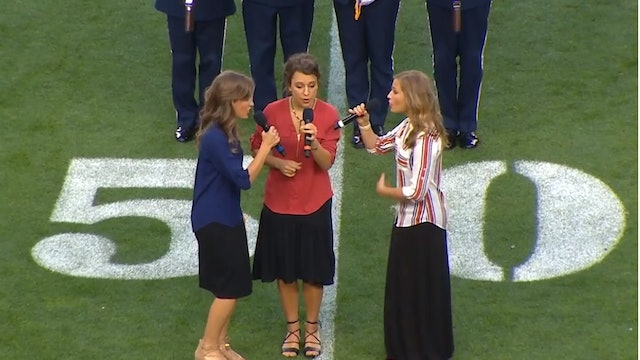 Star Spangled Banner US National Anthem (Broncos vs Cardinals) | Foto Sisters
