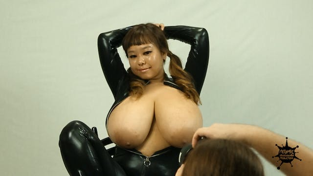 Busty Model P-chan Photoshoot