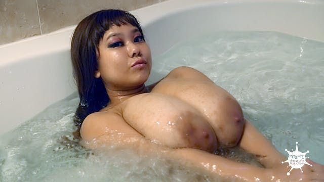 P-Chan Busty Bath Time