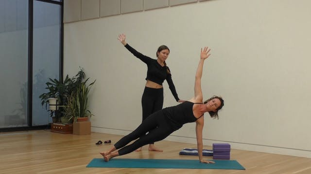 11 Mins - Full Body - Yoga Flow - Blo...