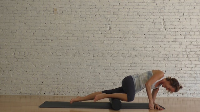 15 Mins - Stretch & Mobility - Foam Roller (Strong Mama)