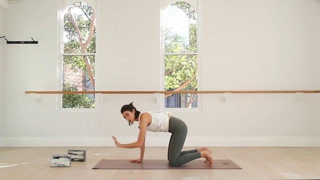21 Mins - Yoga Flow - Yoga Bricks (Postnatal)