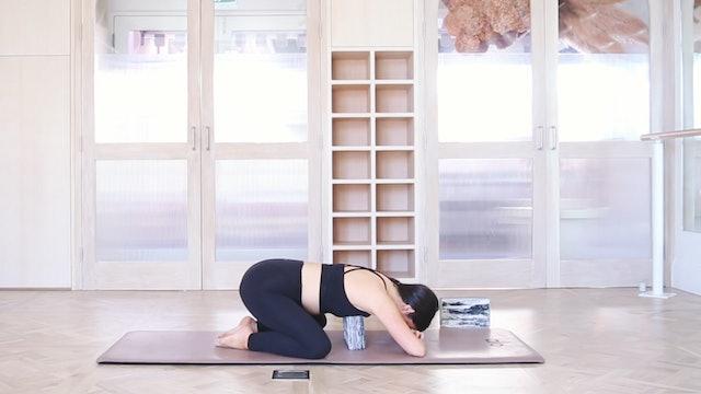33 mins - Yoga Flow  - Yoga Bricks