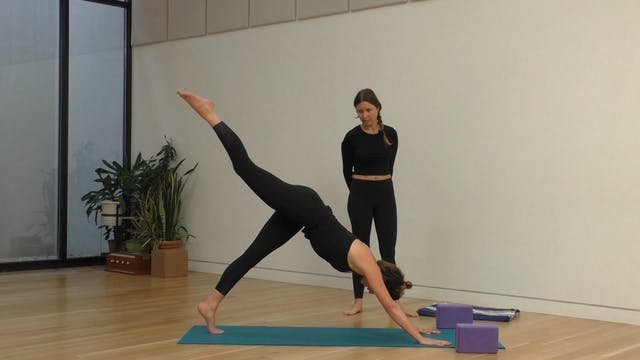 17 Mins - Full Body - Yoga Flow - Blo...