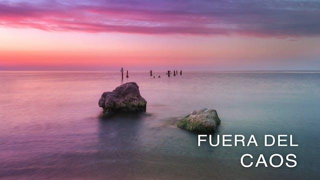 Fuera del Caos (Spanish)