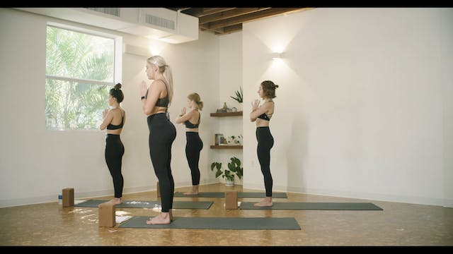 Yoga - Root Flow with Leigh