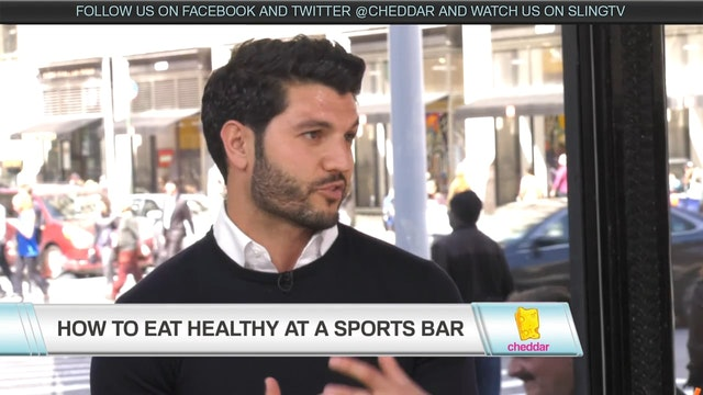 How to Eat Healthy at a Sports Bar