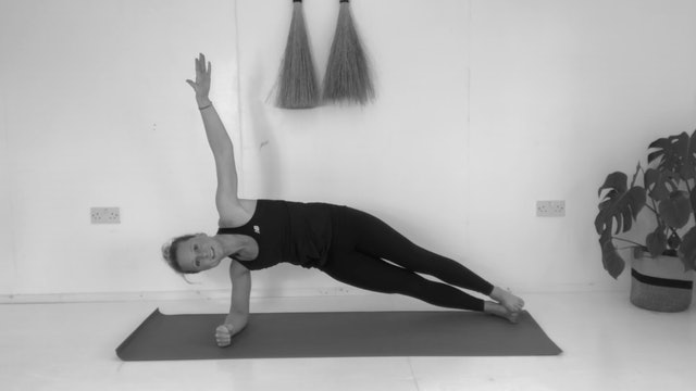 PILATES YOGA FLOW - CORE & UPPER BODY