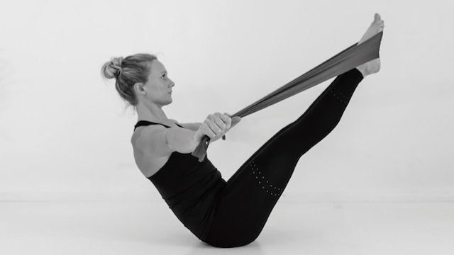 UPPER BODY & CORE WITH RESISTANCE BAND