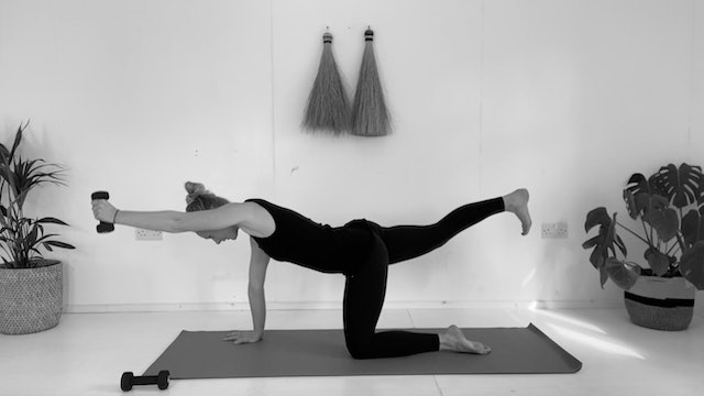 FULL BODY DYNAMIC PILATES WITH 2KG WEIGHTS