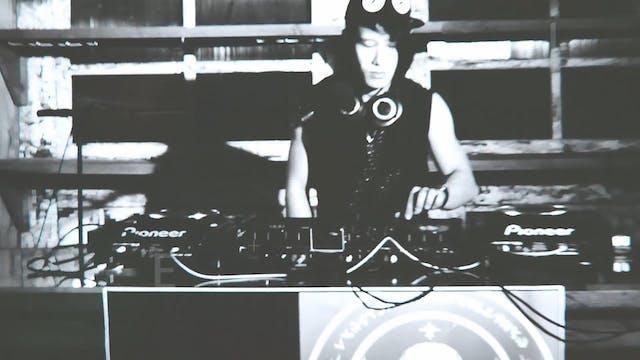 EDM Dance Show w/Progressive House DJ...