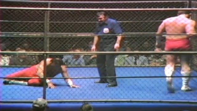 Jose Lothario vs. Gino Hernandez (CAGE MATCH)