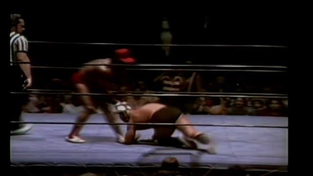 Mongolian Stomper vs. Butch Reed ( Br...