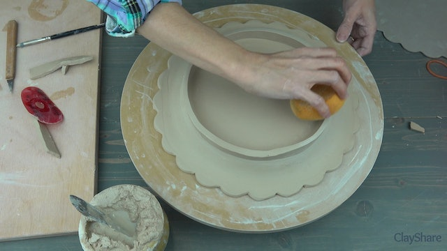 Scalloped-Slab-Plate-04-Adding-Foot