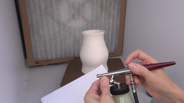 Airbrush-Underglaze-03-Setting-Up-To-Spray