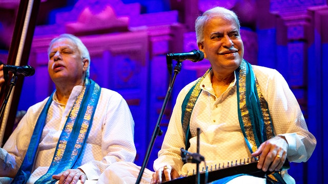 Pandits Rajan & Sajan Mishra & Pandit Kumar Bose - Raag Mian Ki Malhar