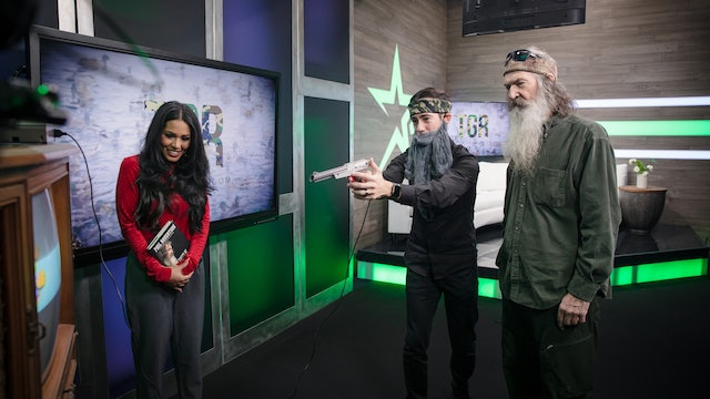 Phil Robertson Plays Duck Hunt for The First Time