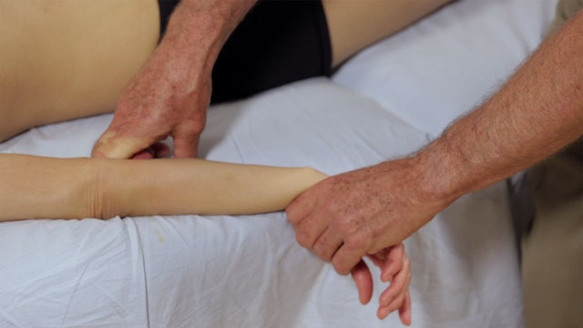 Deep Tissue Massage - An Integrated Full Body Approach: 6] Mechanics - Tools - Use Of Knuckles And Saving Thumbs