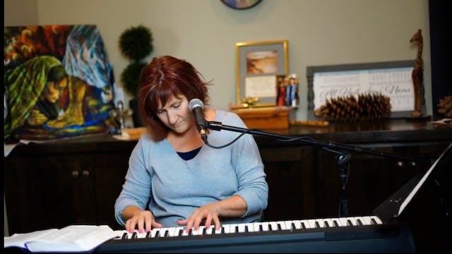 Julie Meyer Worships God and Sings Ab...