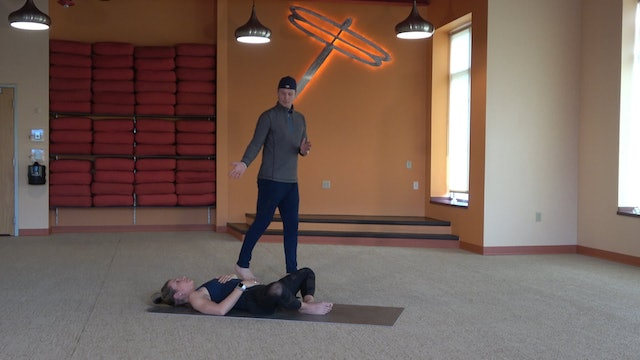 30 Minute Yoga for Runners with Brady