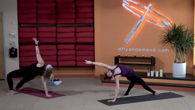45 minute Core Flow w/ Laura (Livestr...