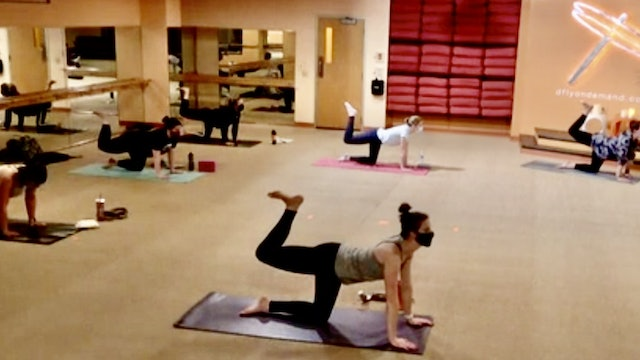 45 Minute Core Flow w/Cassie (Livestream from 11/12/20) Starts@10:11 Minute Mark