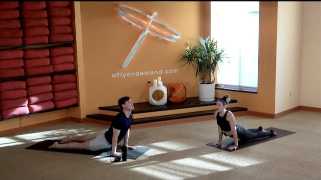 45 Minute Yoga Up w/ Laura (Livestrea...