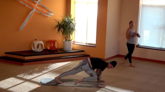 30 Minute Core Flow with Cassie