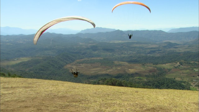 S2:E1 Nomads - Paragliding in Paradise-Valle De Bravo-Mexico