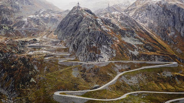 Mountains: Epic Cycling Climbs. Behin...