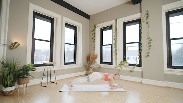 Core and Legs: Glow Barre with Kaylie...