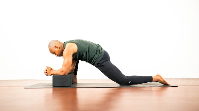 Hamstrings and Hip Flexors: Gentle Stretch with De'andre Sinette