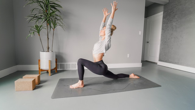 Wake Up and Move Flow with Mary Ochsner