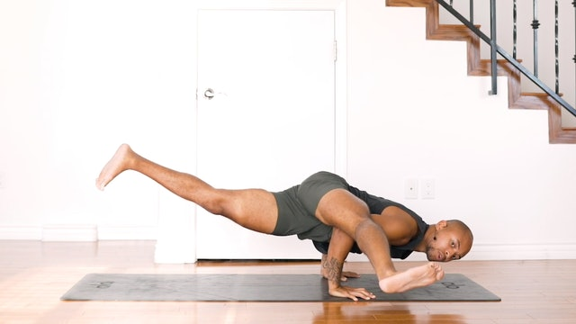 Flow into Eka Pada Koudinyasana 2: Strong Vinyasa with De'andre Sinette