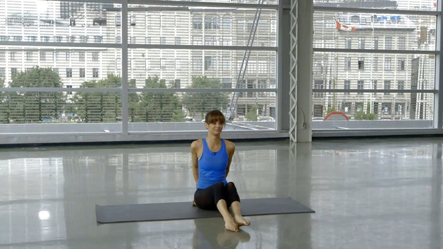 Étirement au sol avec Sahra Esmonde-White