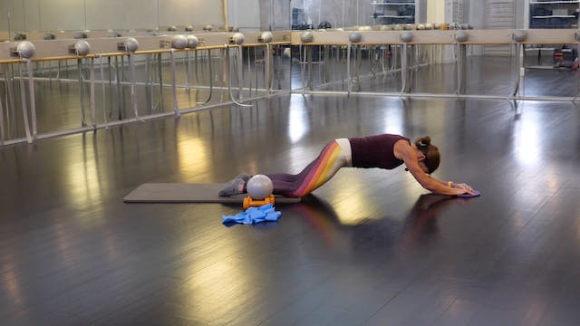 In-studio: 10-minute Ab Blast with Br...