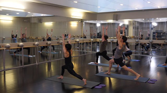 In-studio: Yoga with Gliders with Nic...
