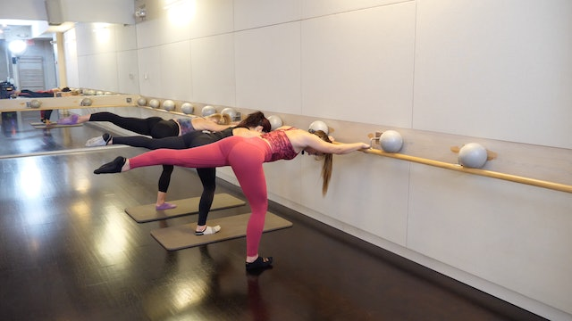 Barre Thighs and Glutes with Leah Hassett