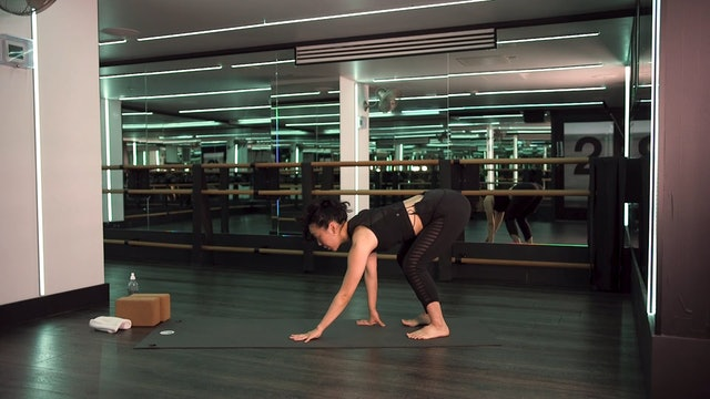 Shoulder Opening Flow with Saya Tomioka