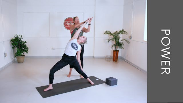 Power Vinyasa with Eliza (50min)