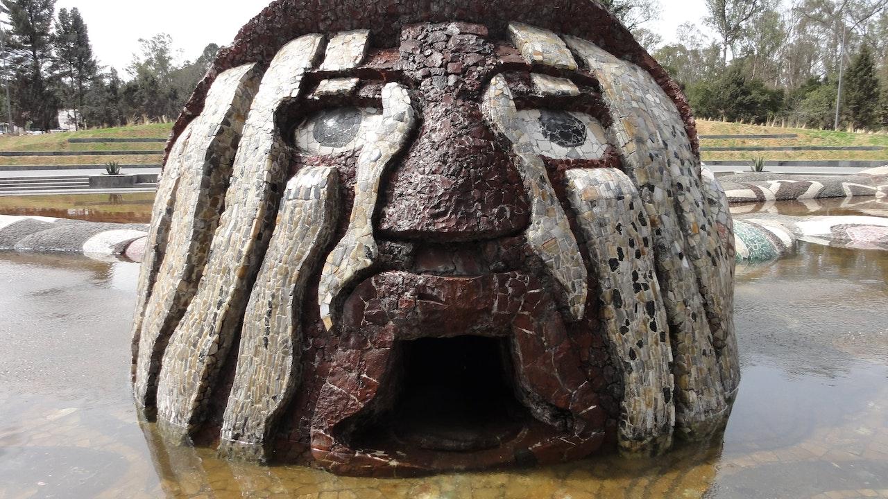 Globe Trekker - Around The World Episode 2: Conquistadors, Aztecs & Revolution