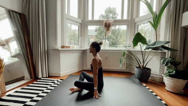 Stretching Yoga  (Bringing peace, stillness and harmony to our day) 10 min