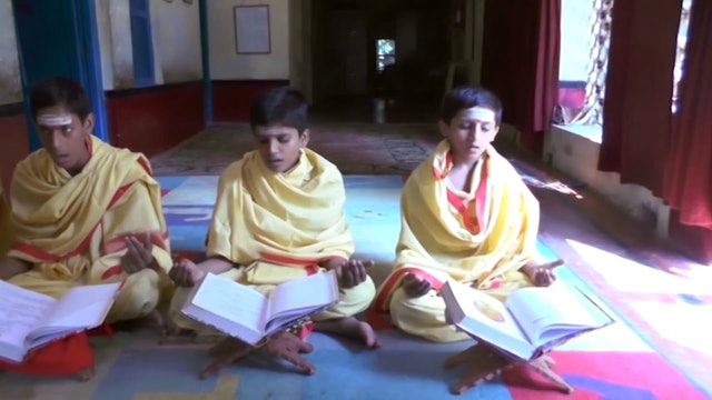 SāmaVeda Class in Session at Paramananda Ashram