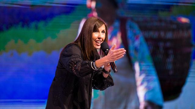 It's A Movement - Lucinda Dooley
