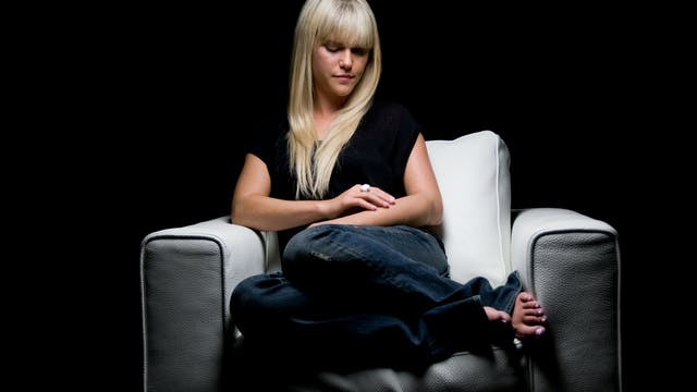 Lauren Scruggs White Chair Film (Season 5)